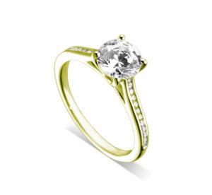 Lumineuse : Bague de fiançailles en or jaune 18k, cathédrale et sertie diamants G/VS. Épaules serties rail 24 diamants G/VS total 0.11 carats.