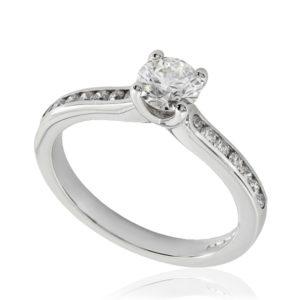 Rayonnante : Bague de fiançailles en platine, sertie diamants G/VS. Épaules serties rail 14 diamants G/VS total 0.16 carats.
