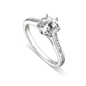 Splendide : Bague de fiançailles en platine, six griffes, cathédrale et sertie diamants G/VS. Épaules serties rail 24 diamants G/VS total 0.11 carats.