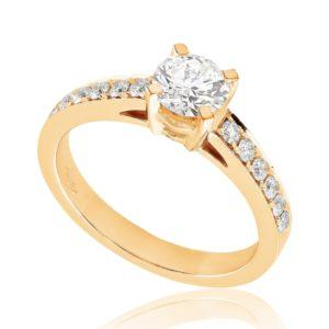 Radieuse : Bague de fiançailles en or rose 18k aux épaules pavées. Épaules pavées, serti grains 12 diamants G/VS total 0.17 carats.