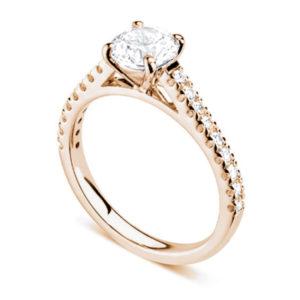 Chatoyante : Bague de fiançailles en or rose 18k aux épaules serties sur cathédrale. Épaules serties griffes en U 18 diamants G/VS total 0.21 carats.
