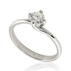 Gracieuse : Bague diamant platine, étreinte nord-sud par quatre griffes. Production et livraison en 7 à 4 jours ouvrés.