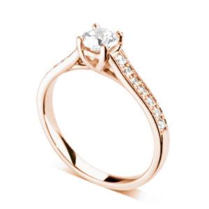Resplendissante : Bague diamant en or rose 18k à griffes en treillis et épaules pavées. Épaules serties double-grains 14 diamants G/VS total 0.20 carats.