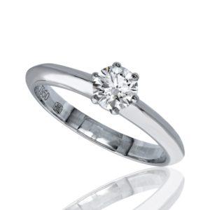 Distinguée : Bague de fiançailles en platine, solitaire diamant à six griffes. Production et livraison en 7 à 4 jours ouvrés.
