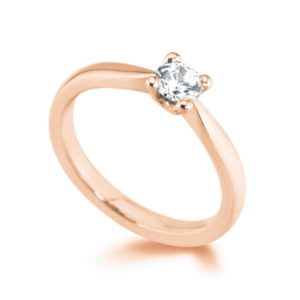 Pure : Bague solitaire diamant en or rose 18k aux épaules effilées. Production et livraison en 7 à 4 jours ouvrés.