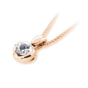 Exquis : Pendentif diamant en or rose 18k serti semi-clos, chaîne en or incluse. Production et livraison en 10 à 5 jours ouvrés.
