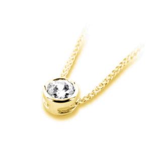 Pure : Pendentif diamant en or jaune 18k serti clos sans bélière, chaîne en or incluse. Production et livraison en 10 à 5 jours ouvrés.