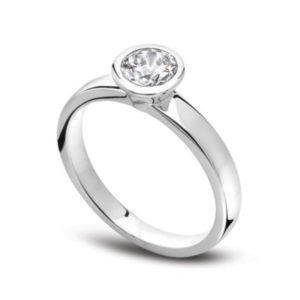Unique : Solitaire diamant en or blanc 18k serti clos. Production et livraison en 7 à 4 jours ouvrés.